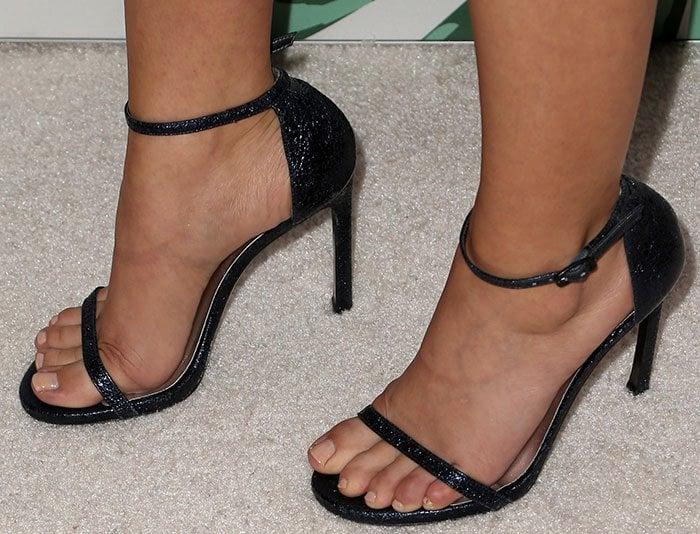 sarah-hyland-stuart-weitzman-sandals