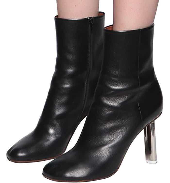 rosie huntingtonwhiteley autumnready in vetements boots
