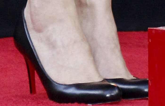 """Winona Ryder shows off her feet in Christian Louboutin """"Simple"""" pumps"""