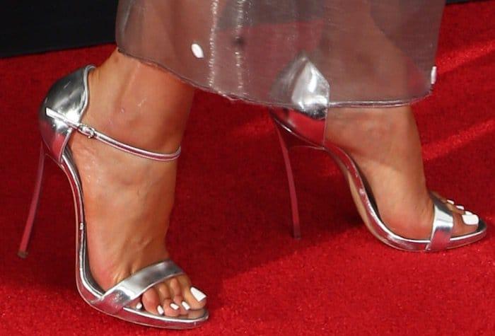 olivia-culpo-68th-emmys-shoes