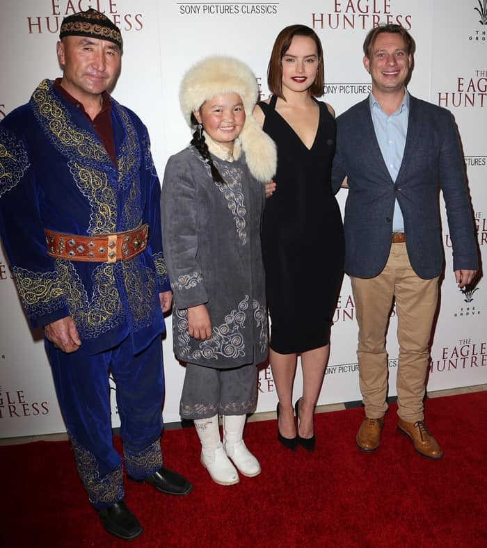Daisy Ridley posing with director Otto Bell and subjects of the documentary film Nurgaiv Rys and Aisholpan Nurgaiv