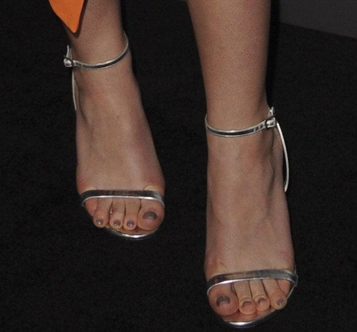 Dakota Fanning's sexy toes in metallic heels