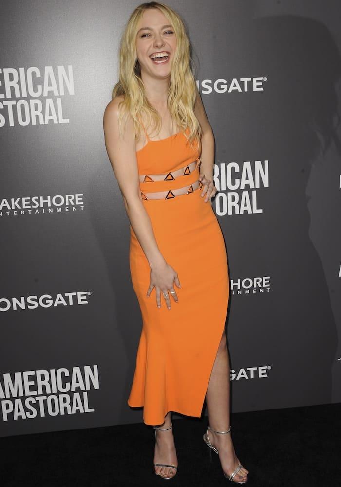 Dakota Fanning's dress featuresa triangular patternat the waist and an asymmetrical skirt