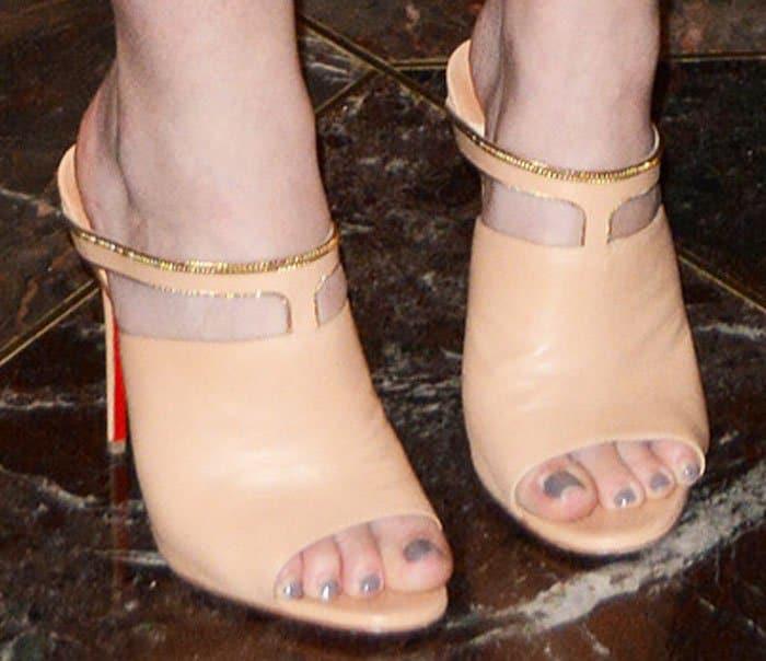 """Dakota Fanning's feet in Christian Louboutin """"Akenana"""" mules"""