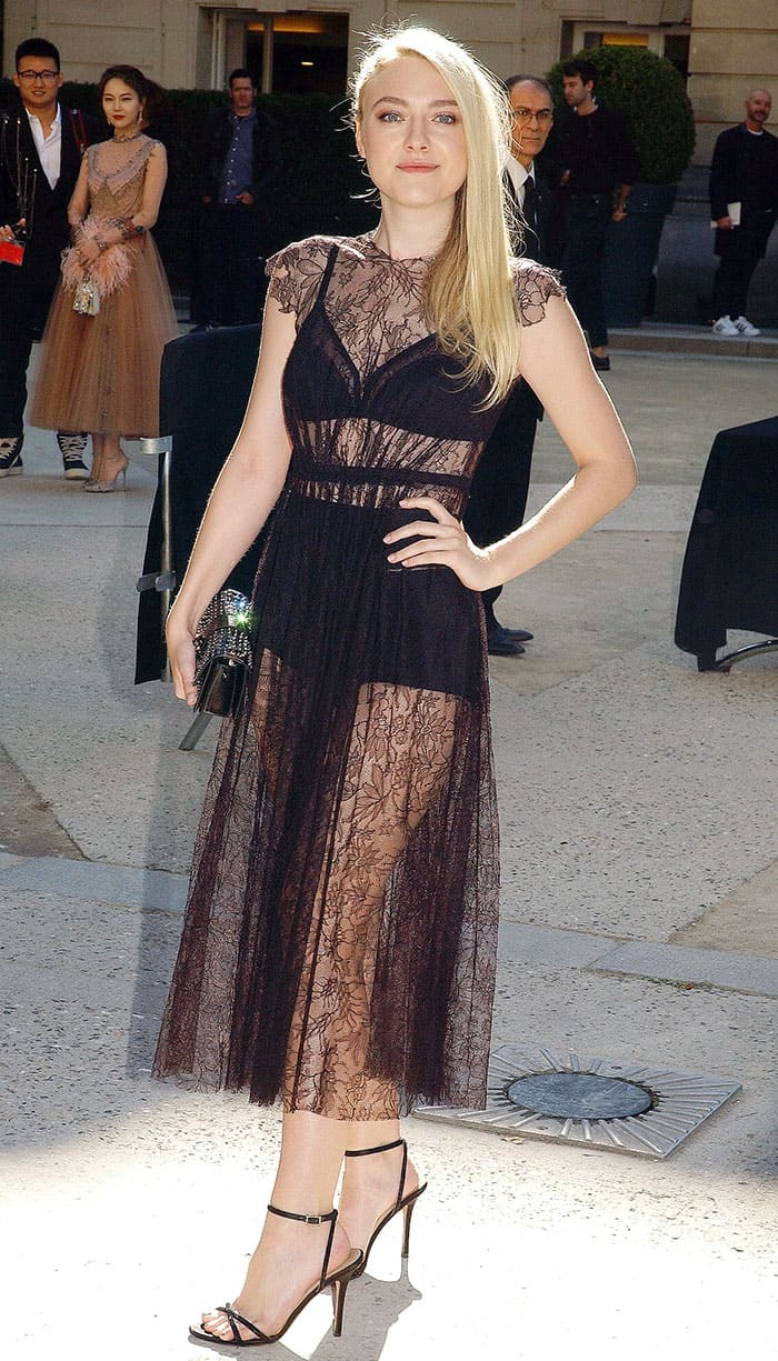 Dakota Fanning paraded her sexy legs at the Valentino show during Paris Fashion Week