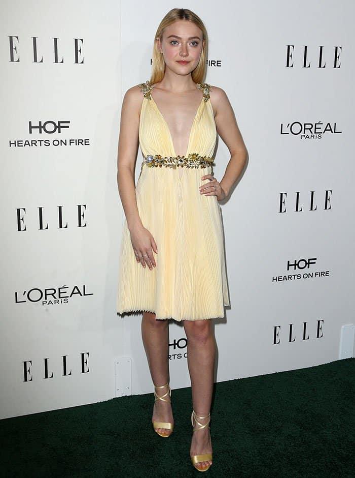 elle-fanning-decolletage-plunging-embellished-yellow-dress