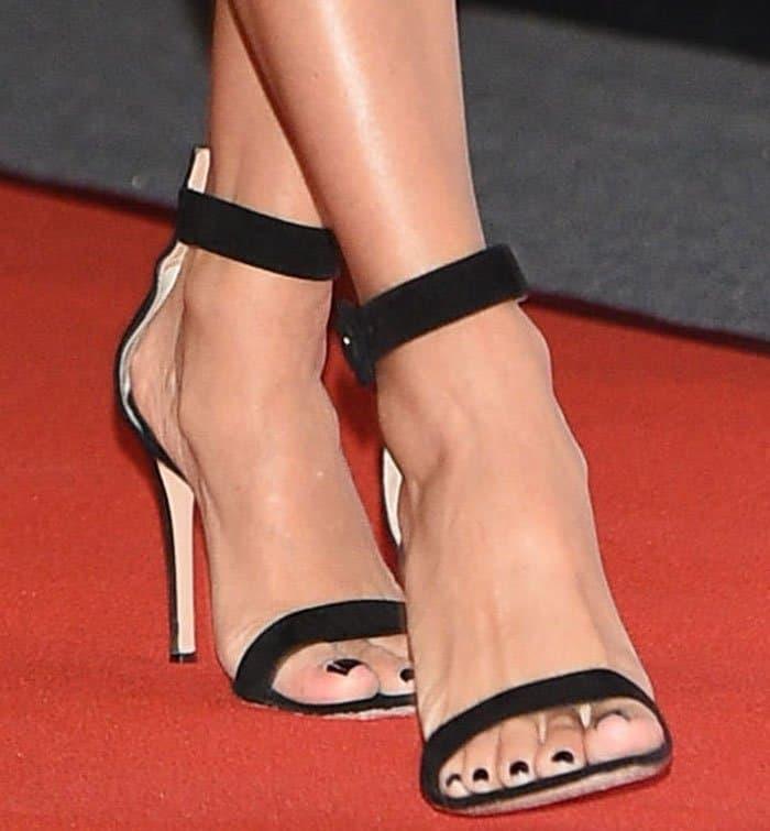 eva-longoria-gianvito-rossi-portofino-black-sandals