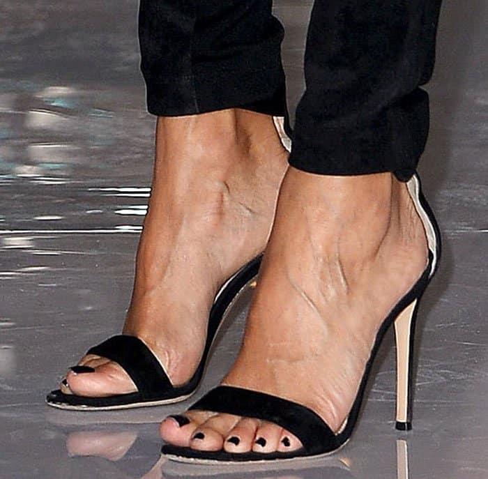 eva-longoria-gianvito-rossi-portofino-sandals