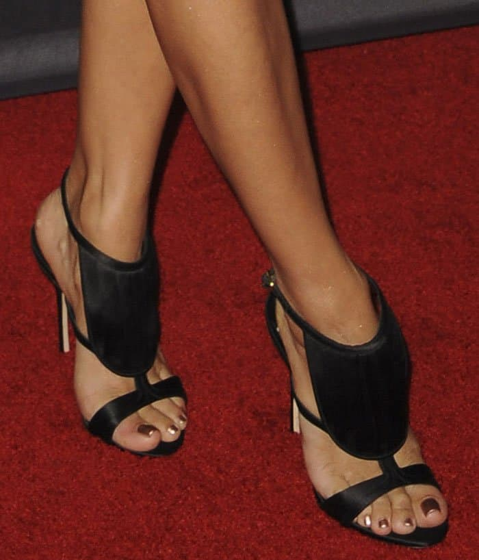 eva-longoria-olgana-paris-la-decouverte-sandals