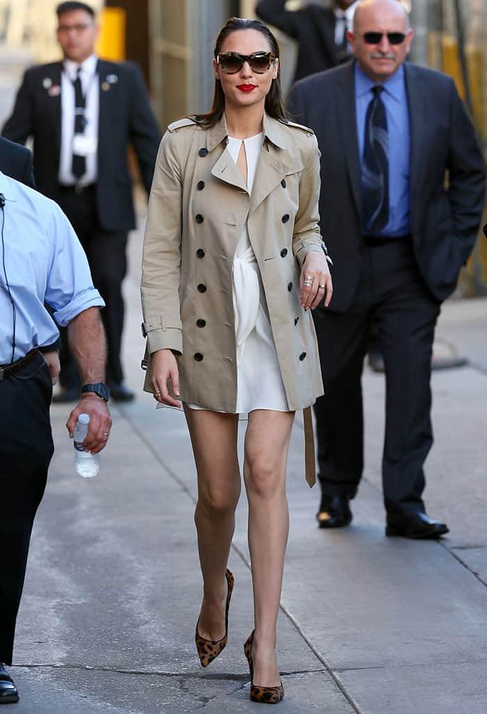 gal-gadot-legs-white-mini-dress-trench-coat