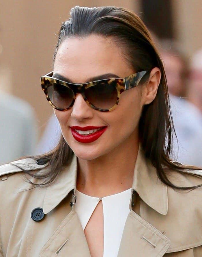 gal-gadot-slicked-hair-red-lipstick