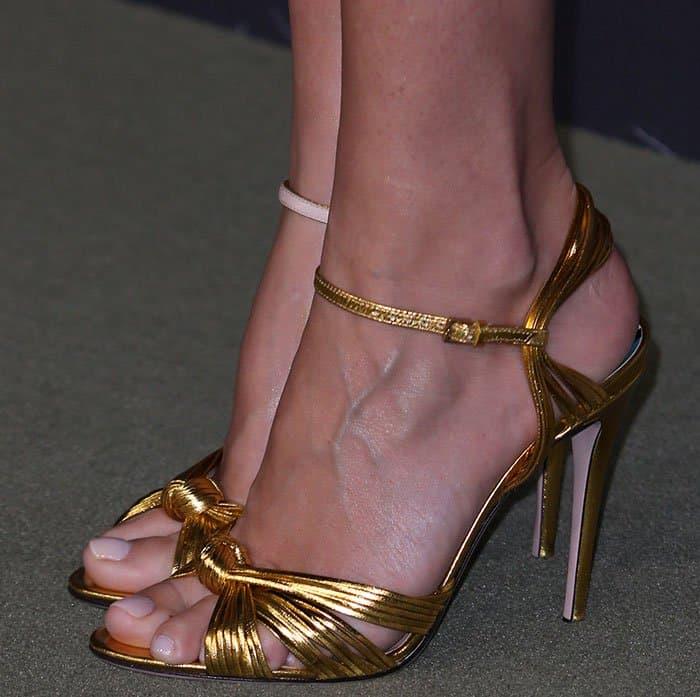 gwyneth-paltrow-gucci-gold-sandals