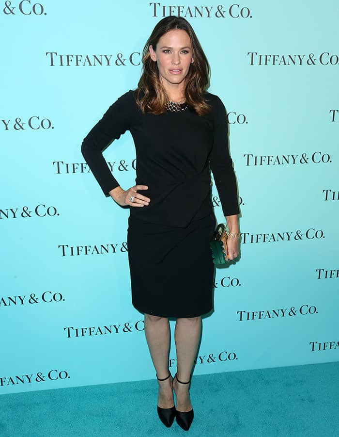 jennifer-garner-tiffany-and-co-beverly-hills-store