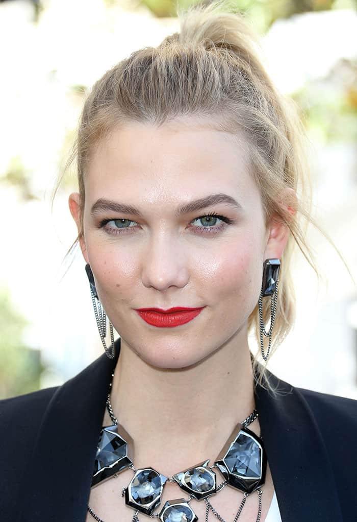 karlie-kloss-high-ponytail-red-lipstick