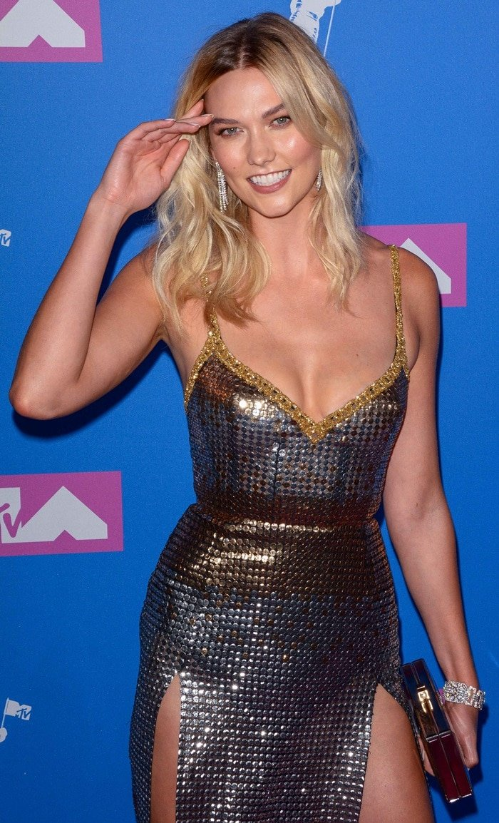 Karlie Kloss accessorized with Wempe earrings, a Sanjay Kasliwal bracelet, and a Judith Leiber clutch at the 2018 MTV Video Music Awards held at Radio City Music Hall in New York City on August 20, 2018