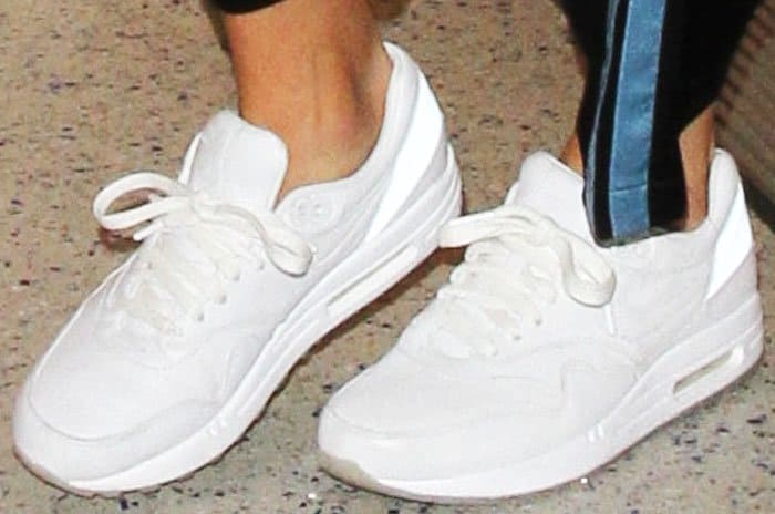 Kendall dresses down in the Nike Air Max Thea sneakers in white