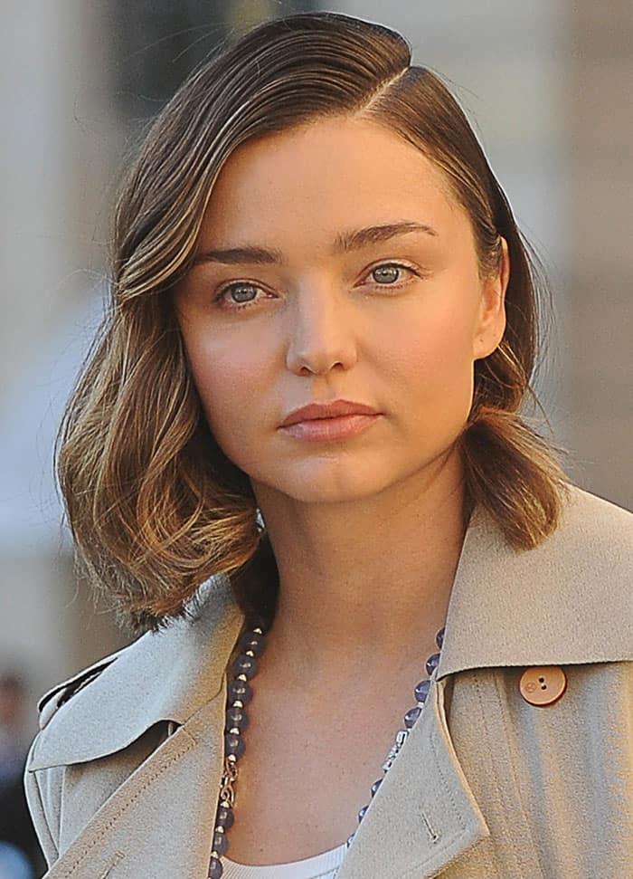 miranda-kerr-minimal-makeup-wavy-hair