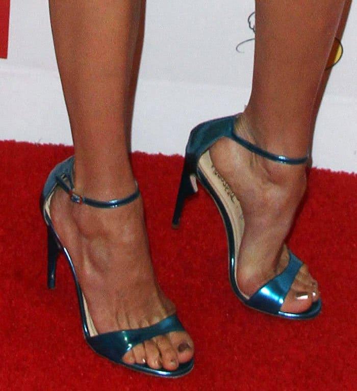 nina-dobrev-jerome-c-rousseau-malibu-sandals