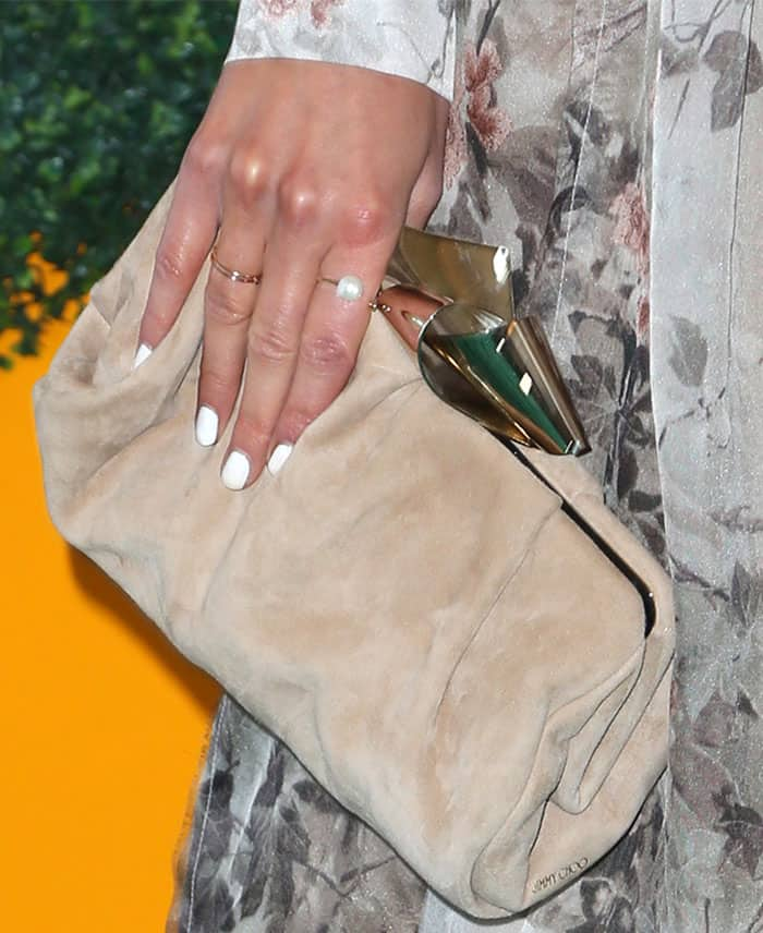 Olivia echoed her shoes with a suede clutch from Jimmy Choo