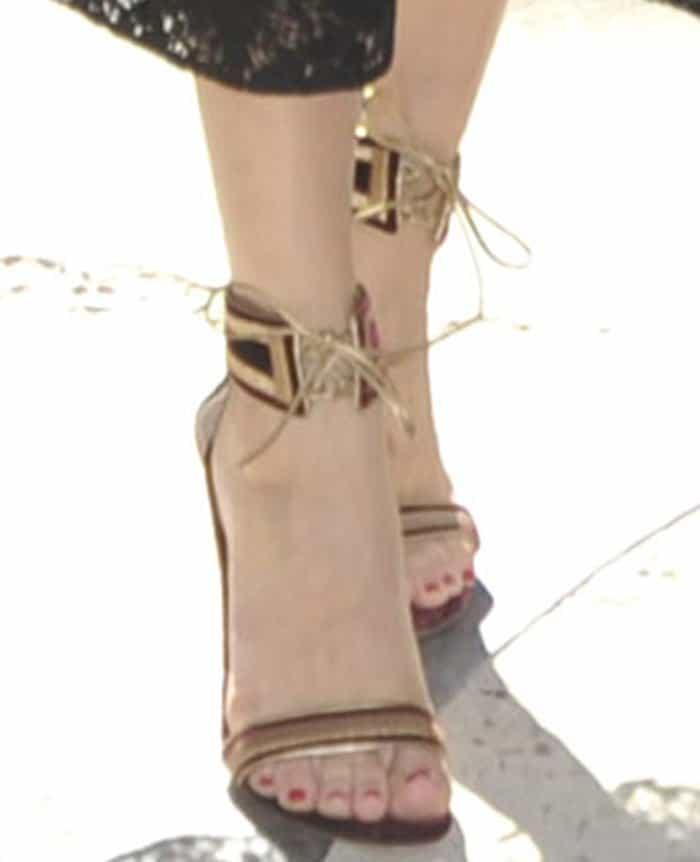 olivia-palermo-gianvito-rossi-augusta-velvet-sandals