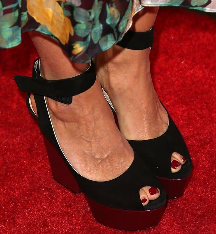 rashida-jones-platform-sandals