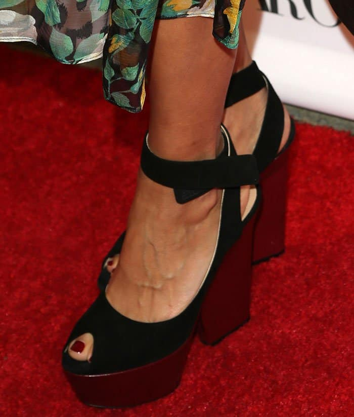 rashida-jones-platform-wedge-sandals