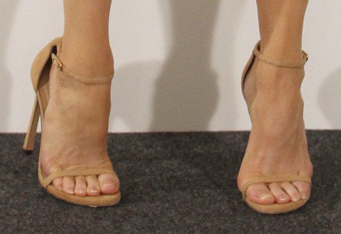 renee-zellweger-bjb-madrid-photocall-shoes