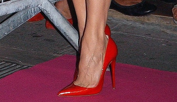 Renee Zellweger shows off her sexy feet in red Louboutins