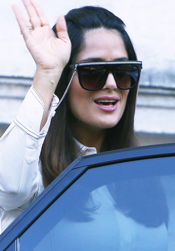 salma-hayek-paris-fashion-week-stella-mccartney-1