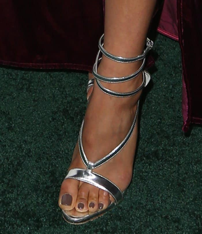 Shay teamed the daring yet dramatic number with an equally sexy pair of sandals