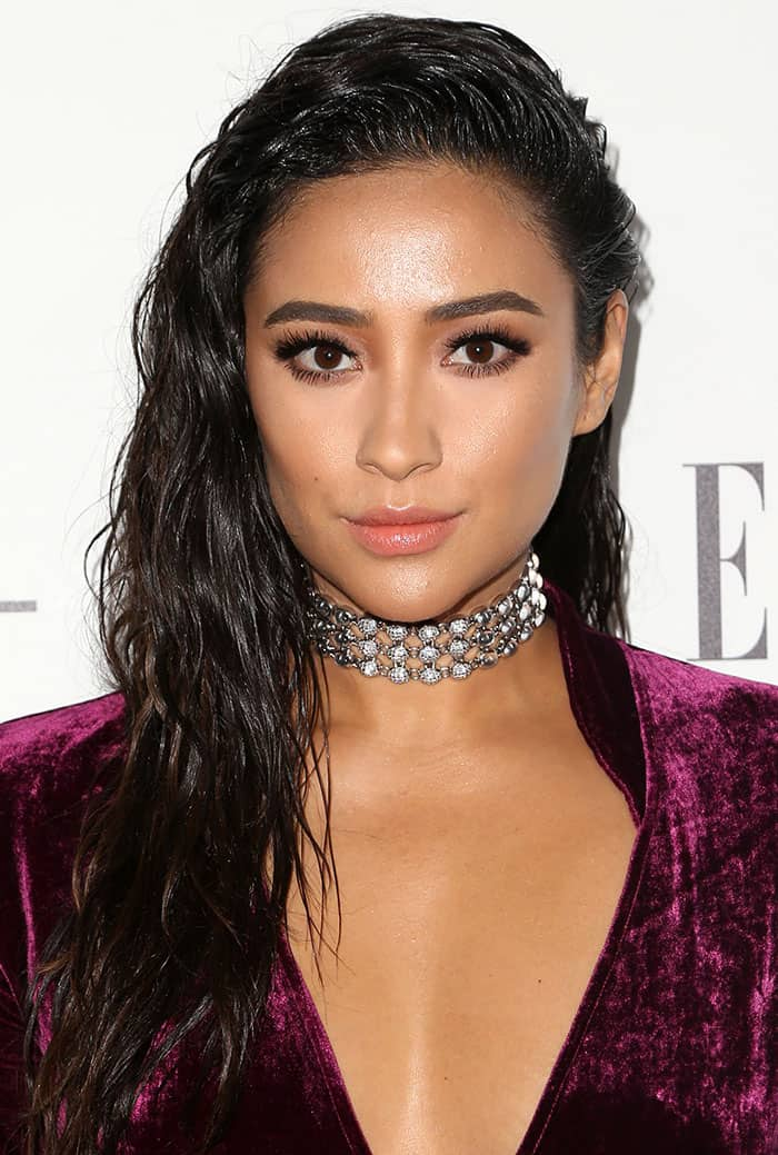 Shay glammed up her look with diamond and silver accessories