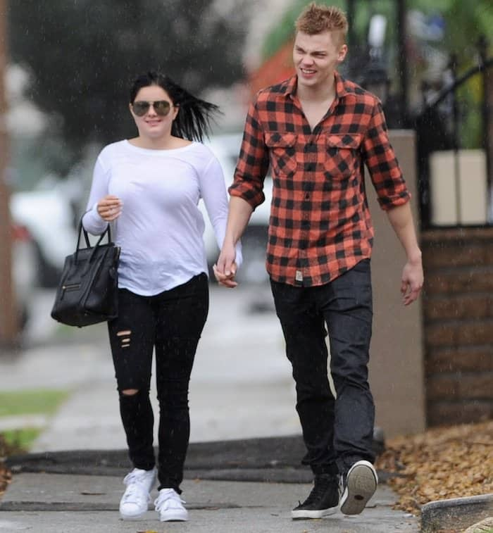 ariel-winter-with-boyfriend7