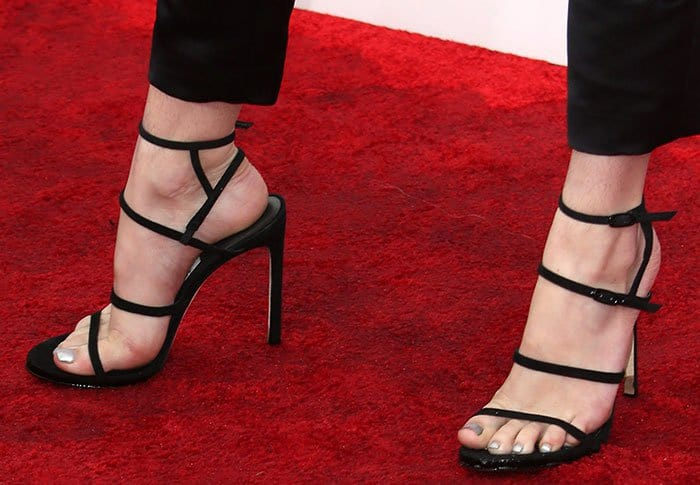 bella-thorne-stuart-weitzman-courtesong-sandals