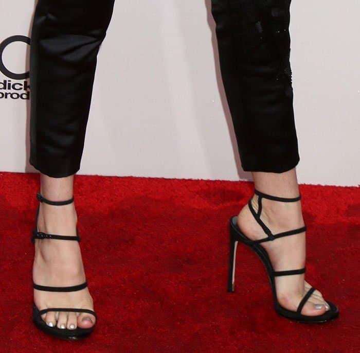 bella-thorne-stuart-weitzman-courtesong-strappy-sandals