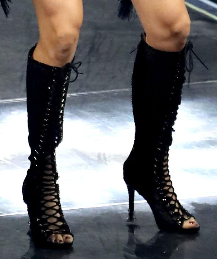 carrie-underwood-knee-high-lace-up-boots