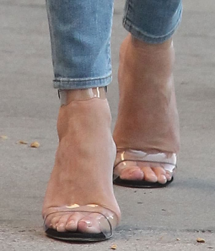 Chrissy Teigen shows off her feet in Marskinryyppy sandals