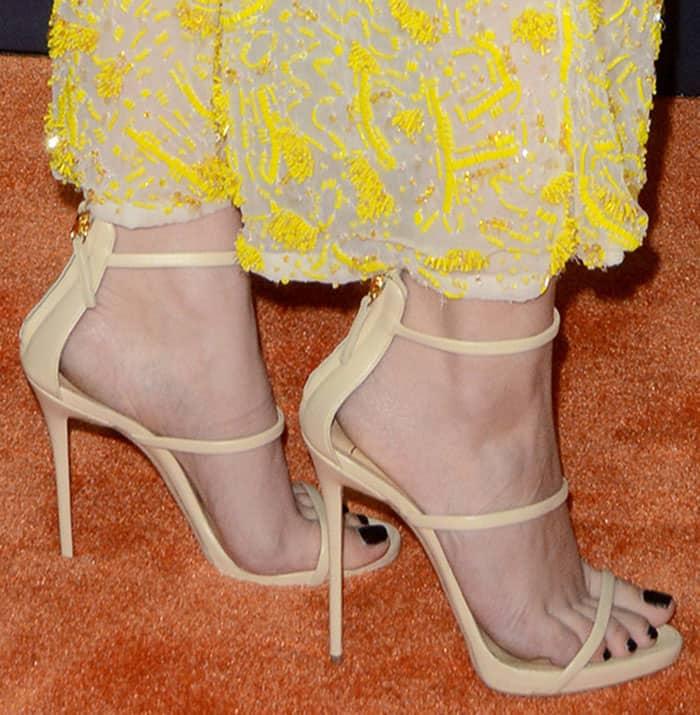 hailee-steinfeld-giuseppe-zanotti-harmony-sandals