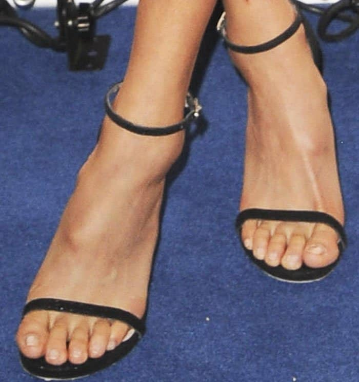 jamie-chung-peoples-choice-nomination-stuart-weitzman-3