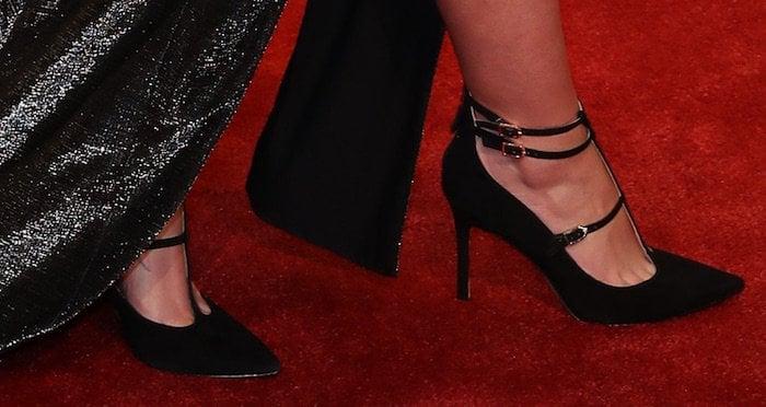 Jamie Lynn Spears shows off her hot feet int-strap pumps from Sam Edelman