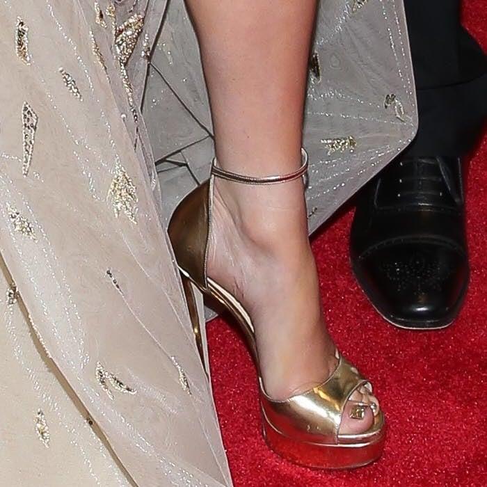 Jennifer Lopez showing off her feet in 'Max' platform heels by Jimmy Choo