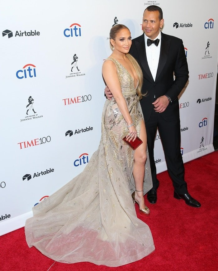 Jennifer Lopez was joined by her boyfriend, the 42-year-old former Yankees player Alex Rodriguez
