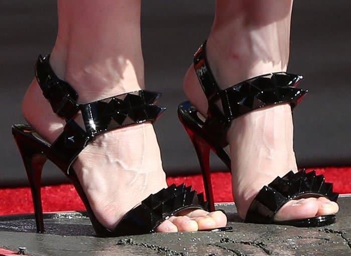 reputable site bb716 b930b Jessica Chastain Gets Dirty in Christin Louboutin 'Miziggoo ...