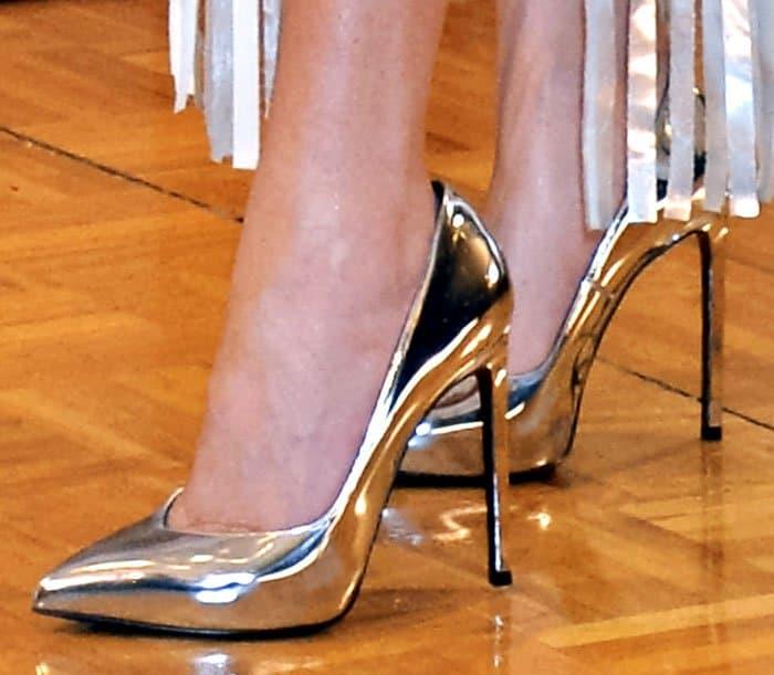 Lady Gaga shows off her hot feet in metallic Paris pumps