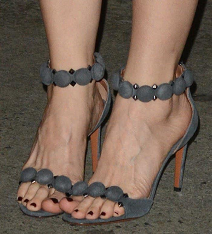 leslie-mann-alaia-sandals