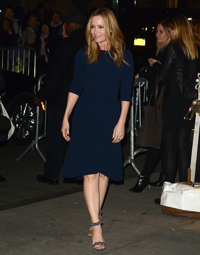 leslie-mann-roland-mouret-blue-crepe-flared-dress