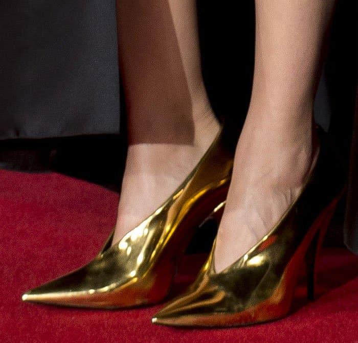 marion-cotillard-stella-mccartney-gold-high-vamp-pumps-1
