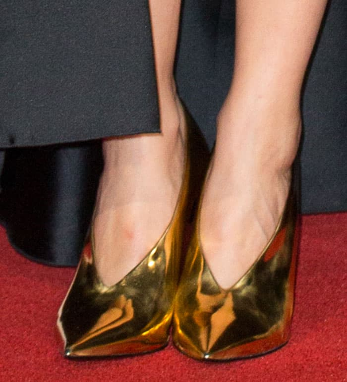 marion-cotillard-stella-mccartney-gold-high-vamp-pumps