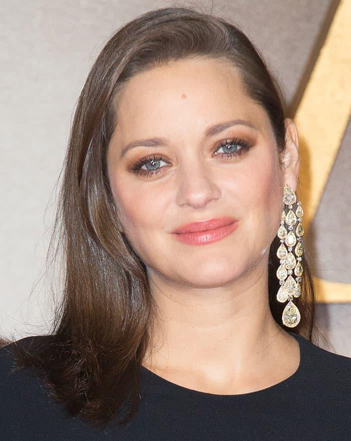 marion-cotillard-chandelier-earrings-hair-makeup