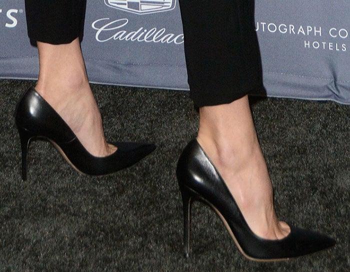 martha-hunt-black-pointed-toe-pumps
