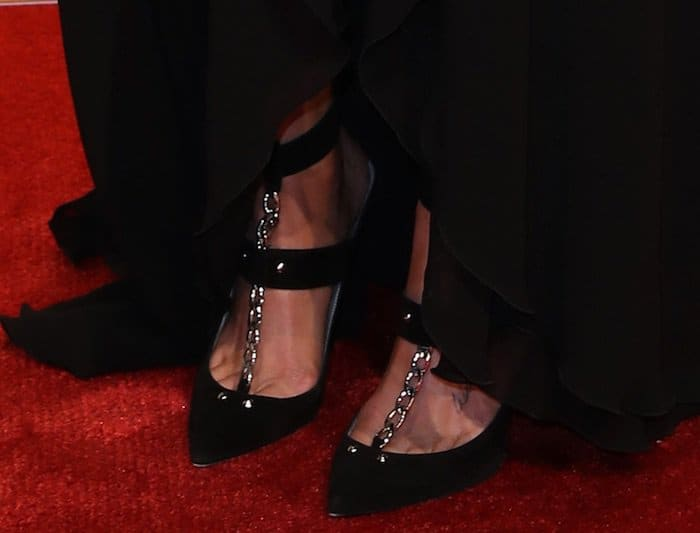 Miranda Lambert displays her size 8 (US) feet on the red carpet